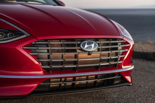 Prueba: Sonata Hibrido del 2021 con una audaz combinación de estilo